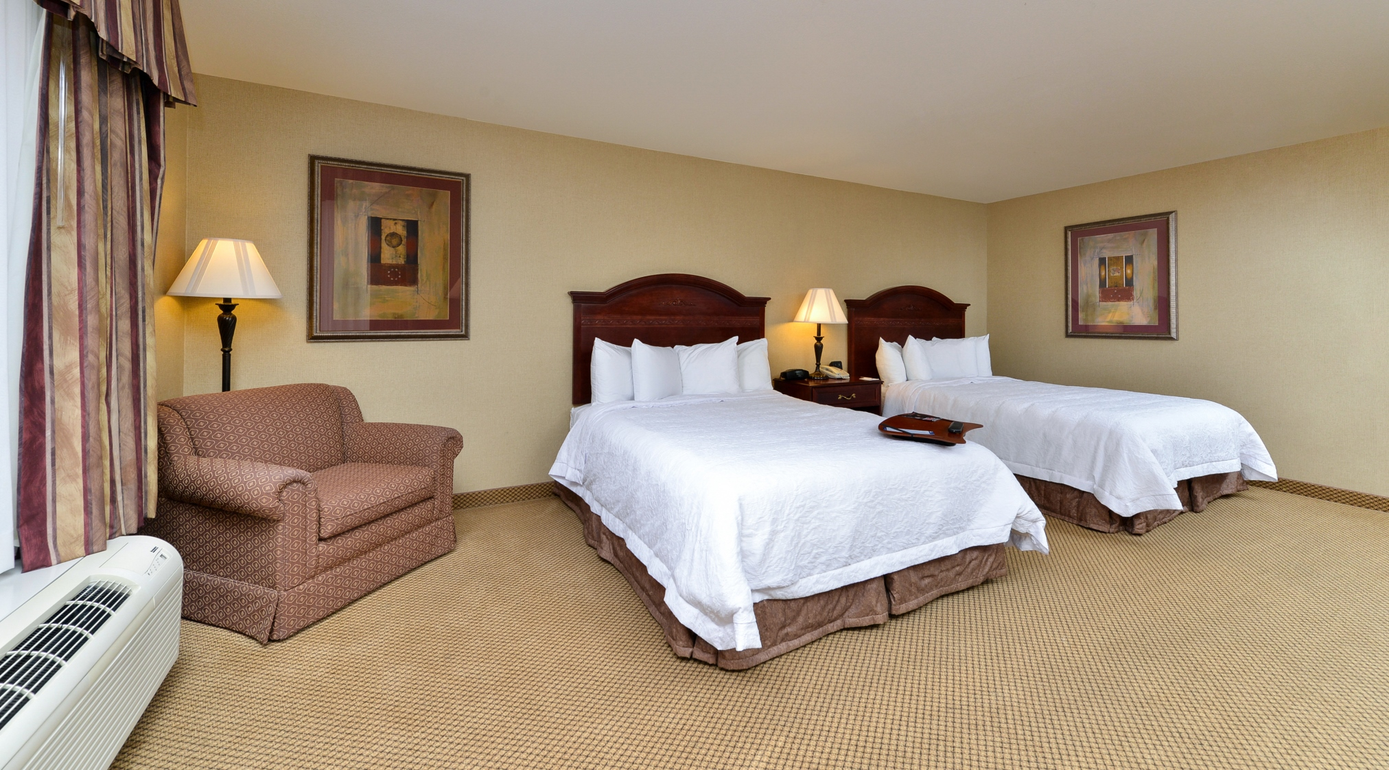 Queen Room - Hampton Inn & Suites - Meridian