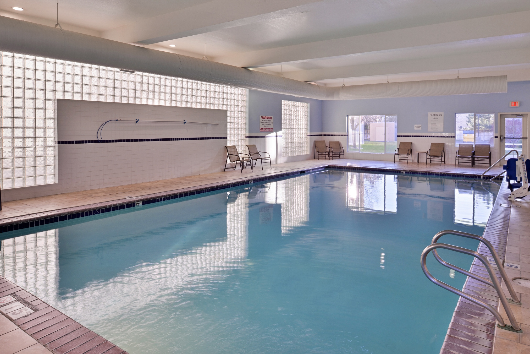 Hpliday Inn Express & Suites - Pool